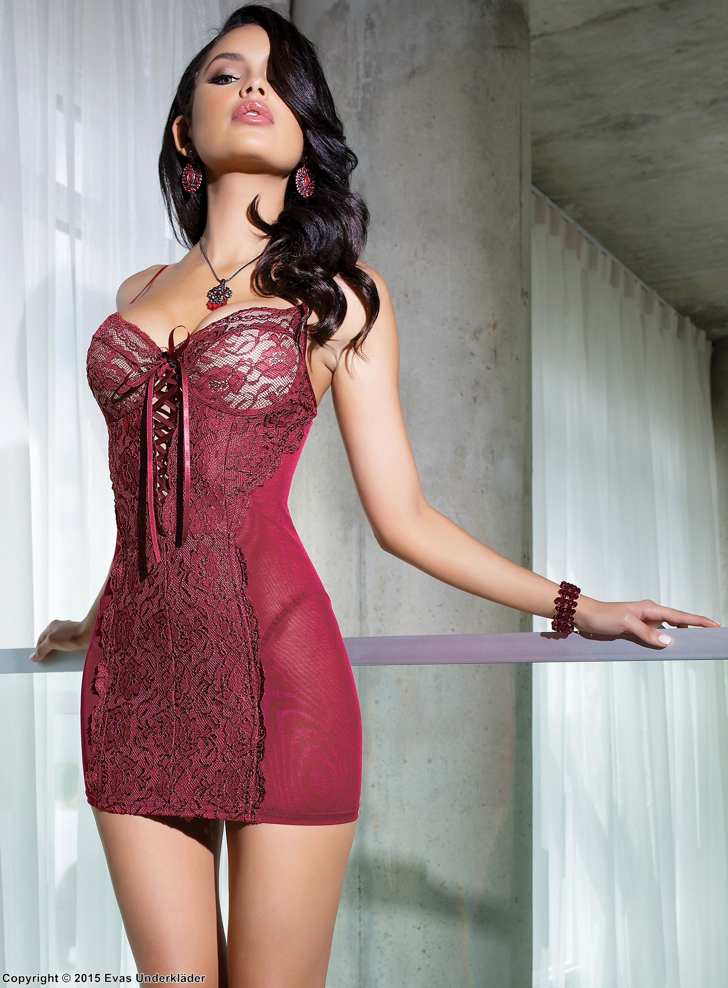 Skin-tight chemise, lacing, lace panel, light shaping effect
